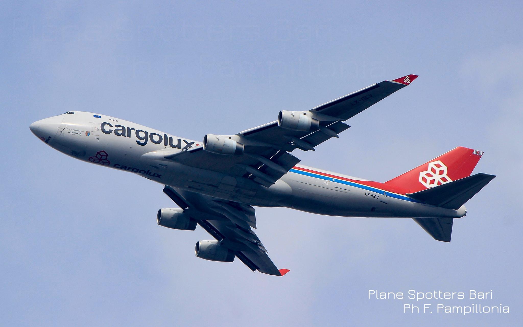 Boeing B747-400 cargolux